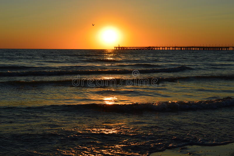 Puesta del sol, mar, océano, playa imagen de archivo
