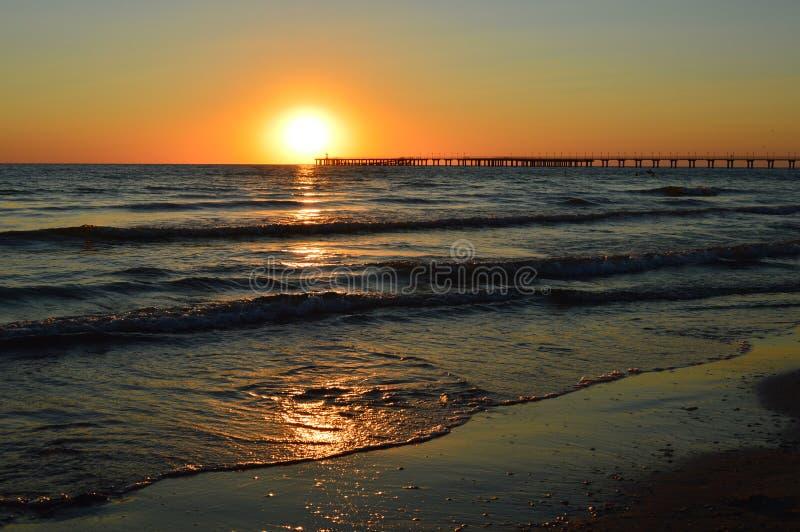 Puesta del sol, mar, océano, playa fotografía de archivo