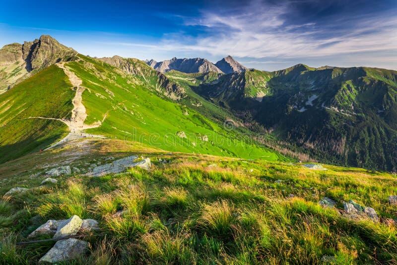 Puesta del sol maravillosa en las montañas de Tatra en Polonia imágenes de archivo libres de regalías