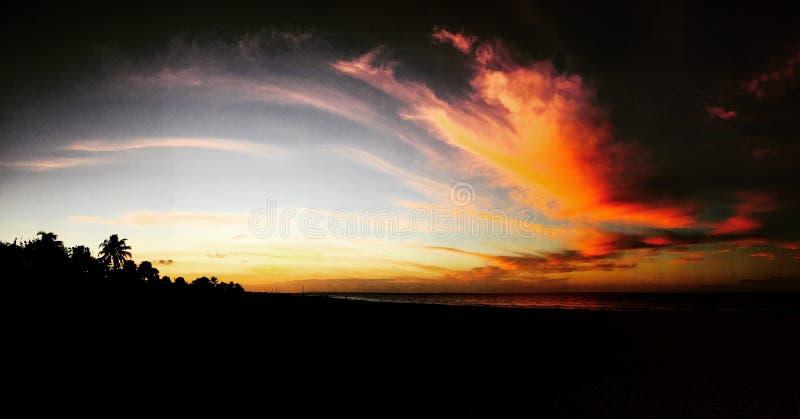 Puesta del sol maravillosa sobre la playa de Marbella, Guanacaste, Costa Rica foto de archivo libre de regalías