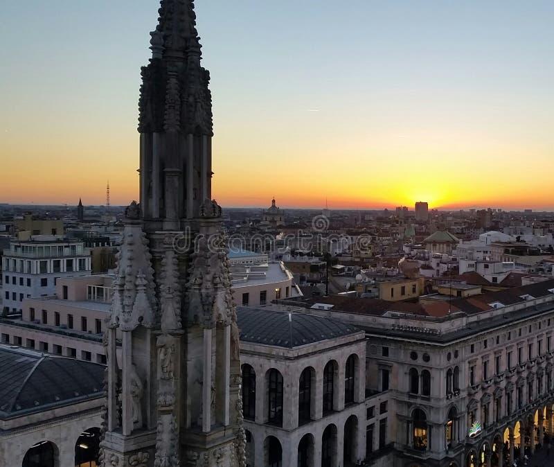Puesta del sol Milano imagen de archivo libre de regalías