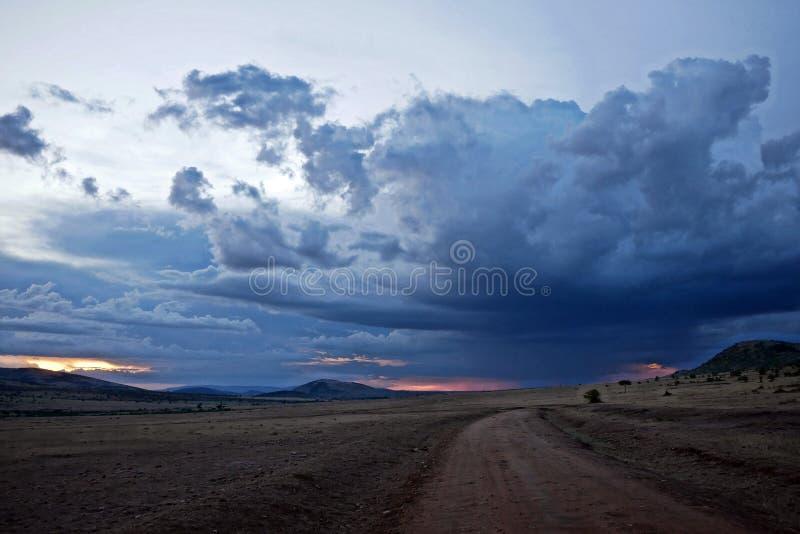 Puesta del sol nublada en Masai Mara fotos de archivo libres de regalías