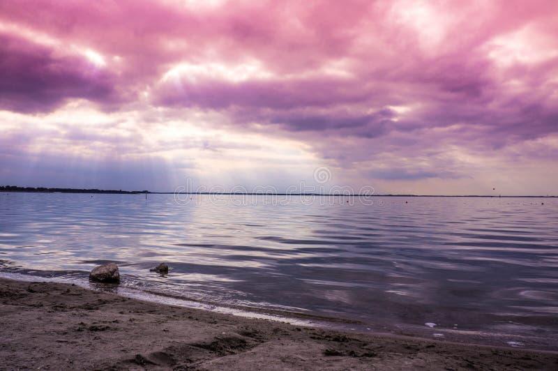 Puesta del sol nublada Países Bajos fotos de archivo