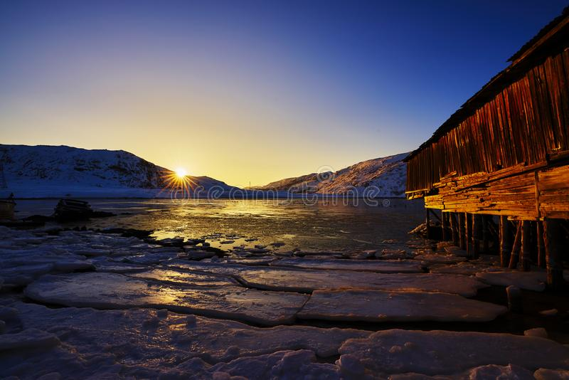 Puesta del sol del Océano ártico fotos de archivo libres de regalías