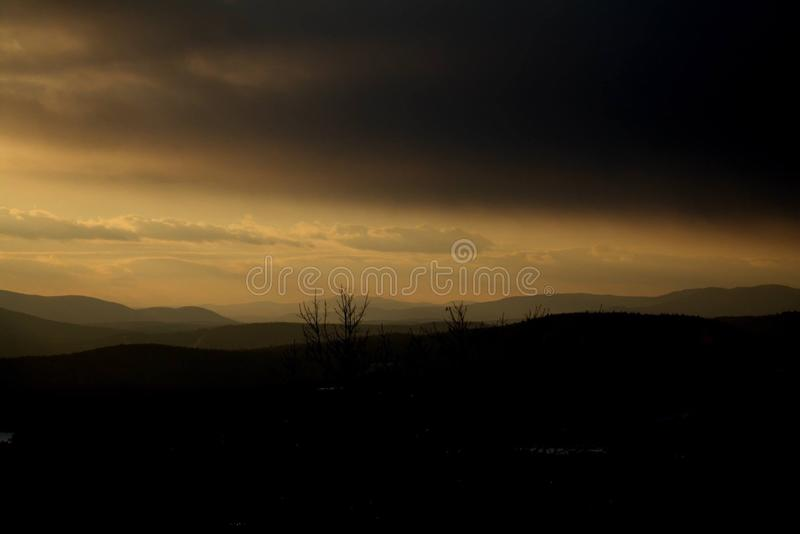 Puesta del sol oscura foto de archivo