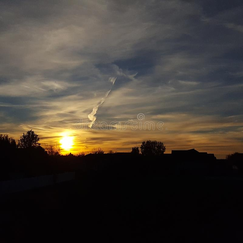 Puesta del sol oscura imagen de archivo libre de regalías