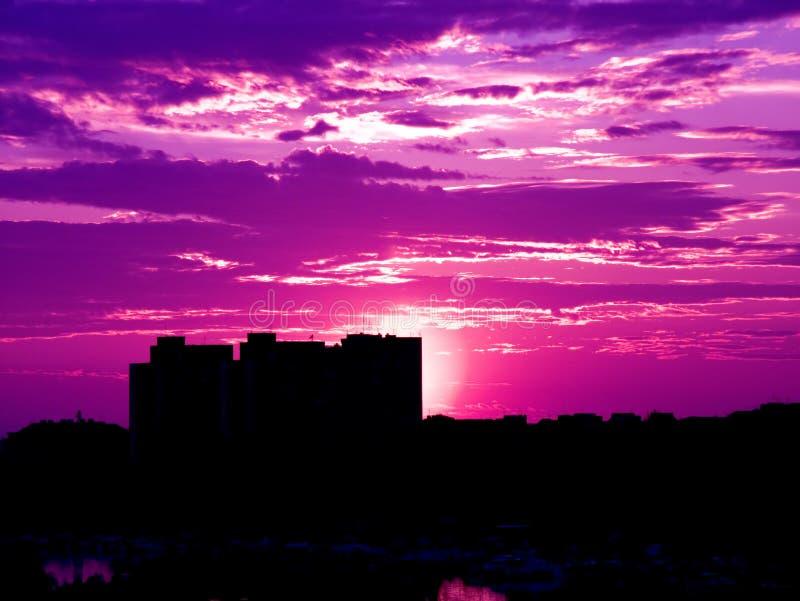 Puesta del sol púrpura fotos de archivo