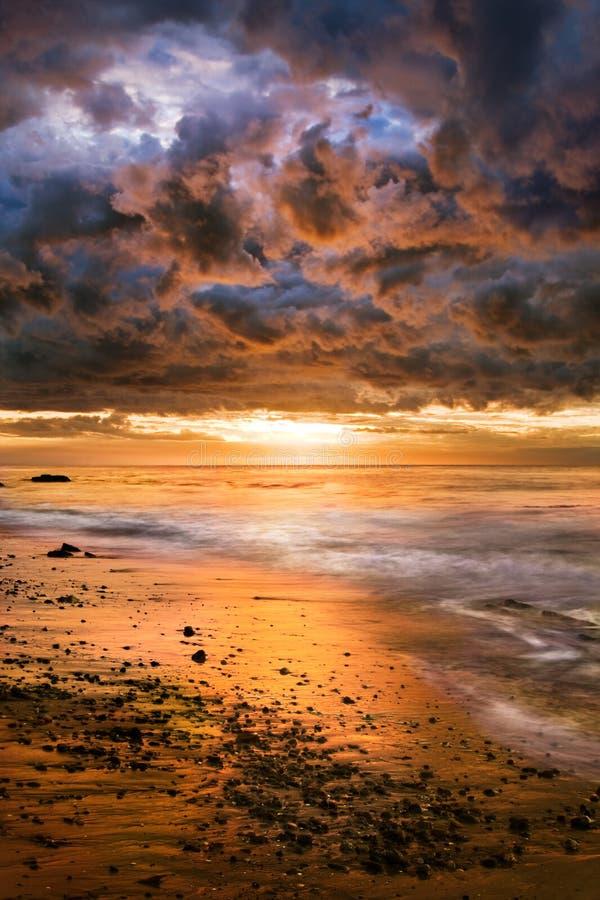 Puesta del sol pacífica dramática fotografía de archivo