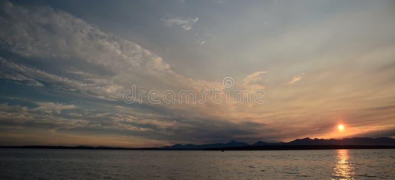Download Puesta Del Sol Pintoresca En Puget Sound Foto de archivo - Imagen de saltwater, puget: 100527862