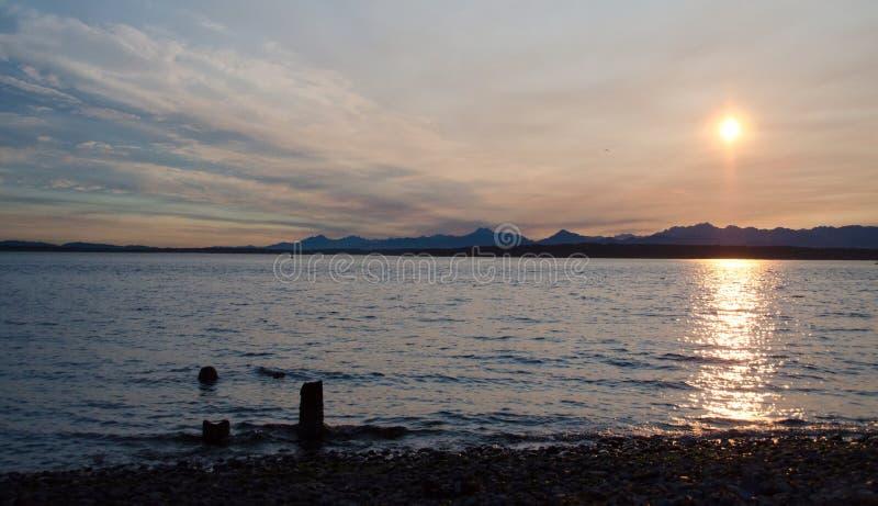 Download Puesta Del Sol Pintoresca En Puget Sound Imagen de archivo - Imagen de sonido, rango: 100527887