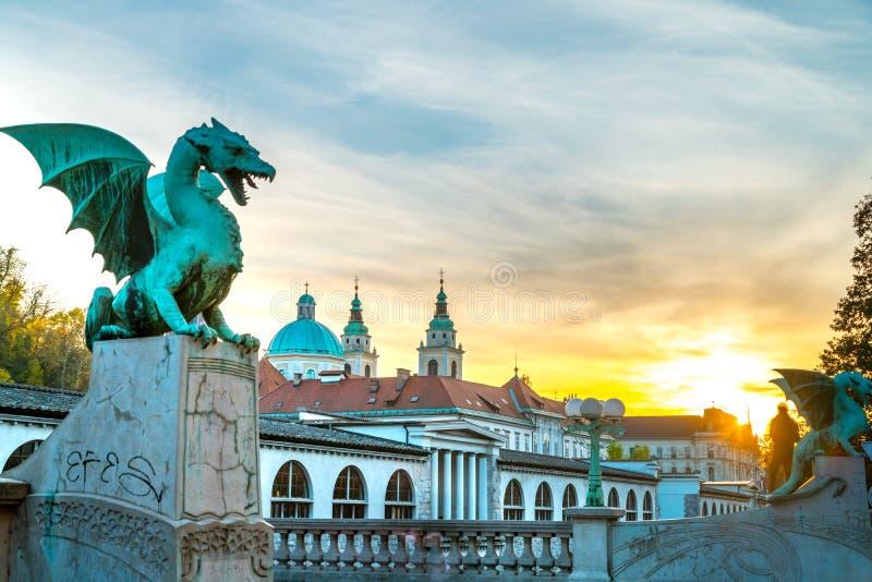 Puesta del sol del puente del dragón de Ljubljana foto de archivo
