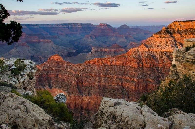 Puesta del sol que brilla intensamente Mather Point Grand Canyon imagenes de archivo