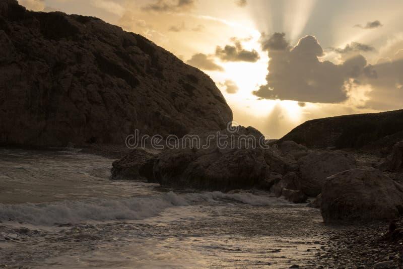 Puesta del sol rocosa imagen de archivo libre de regalías