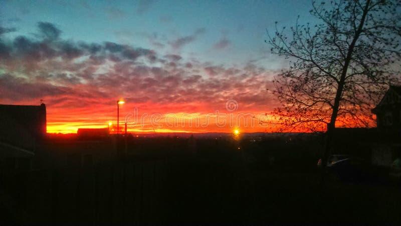 Puesta del sol roja del fuego sobre Houghton imagenes de archivo