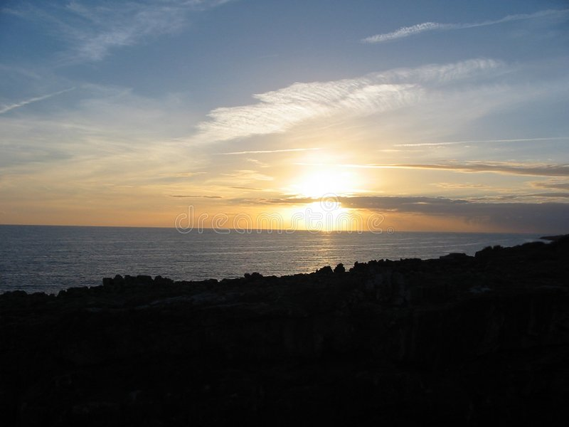 Puesta del sol sobre Cascais imagenes de archivo