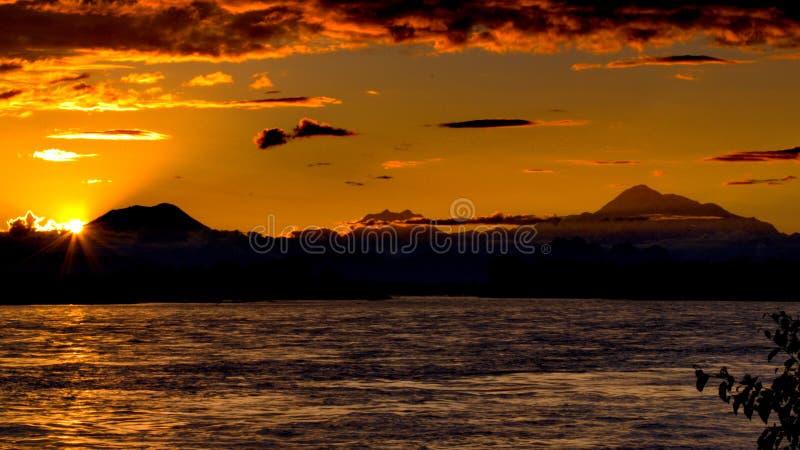 Puesta del sol sobre el Denali fotos de archivo libres de regalías