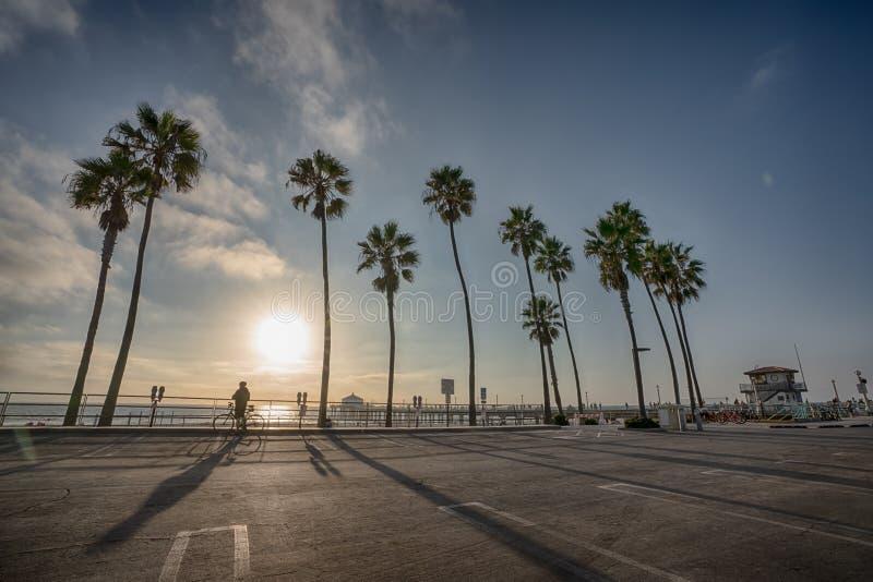 Puesta del sol sobre el embarcadero de Manhattan Beach en California fotos de archivo libres de regalías