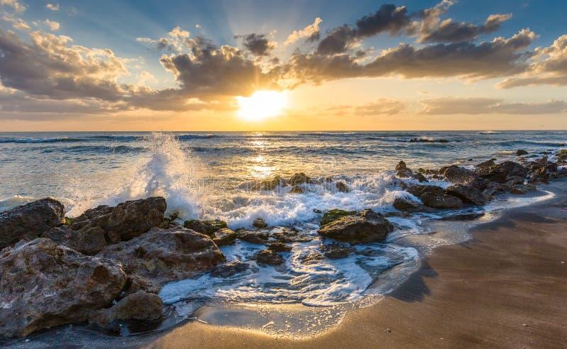 Puesta del sol sobre el Golfo de México de la playa de Caspersen en Venecia la Florida fotos de archivo libres de regalías