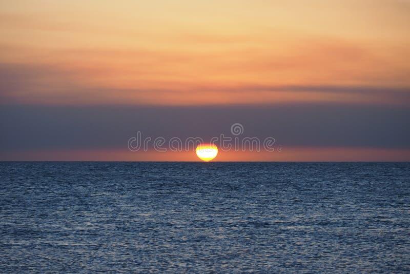 Puesta del sol sobre el golfo de M?xico fotografía de archivo libre de regalías