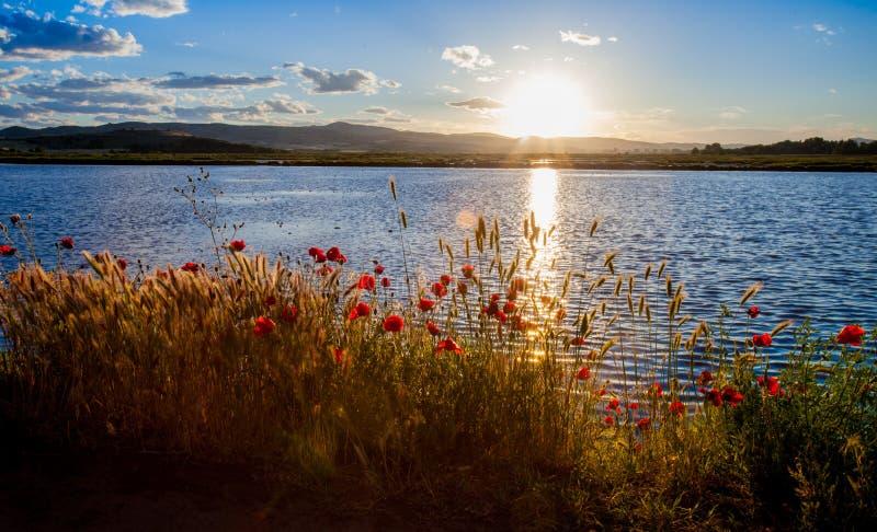 Puesta del sol sobre el lago en Kochani foto de archivo libre de regalías