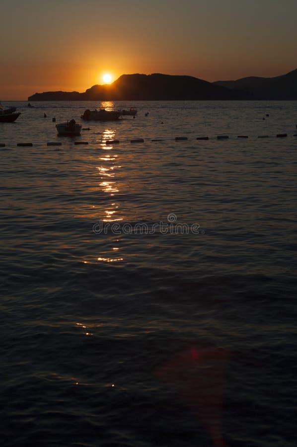 Puesta del sol sobre el mar adriático imágenes de archivo libres de regalías