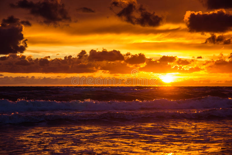 Puesta del sol sobre el mar Báltico fotos de archivo libres de regalías