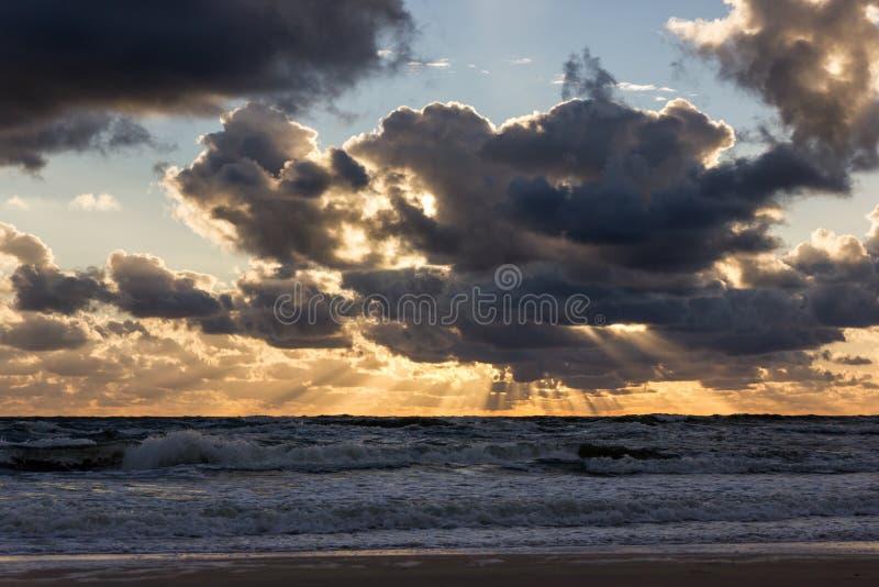 Puesta del sol sobre el mar Báltico fotografía de archivo