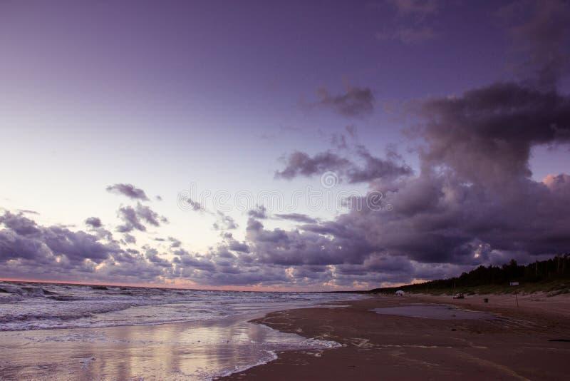 Puesta del sol sobre el mar Báltico imágenes de archivo libres de regalías