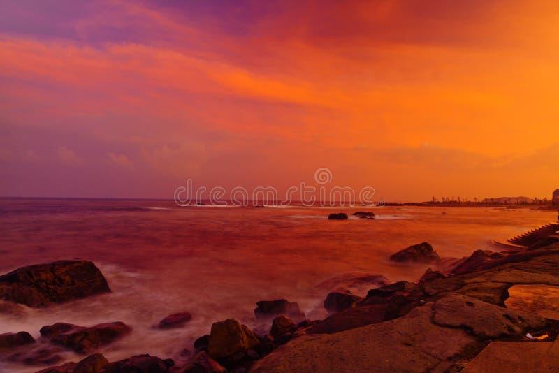 Puesta del sol sobre el mar de China imágenes de archivo libres de regalías