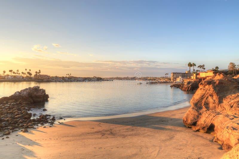 Puesta del sol sobre el puerto en Corona del Mar imágenes de archivo libres de regalías