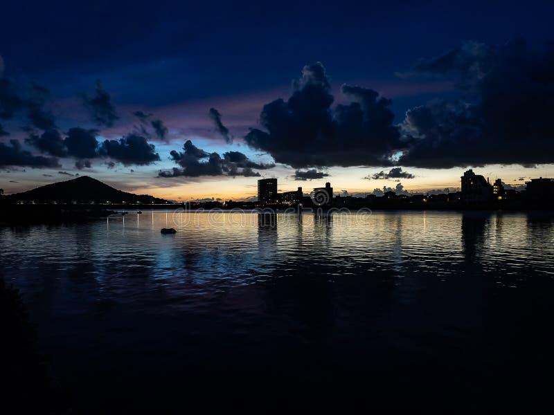 Puesta del sol sobre el río de Kiso imágenes de archivo libres de regalías