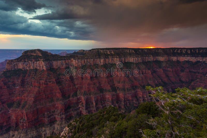 Puesta del sol sobre Grand Canyon, borde del norte foto de archivo