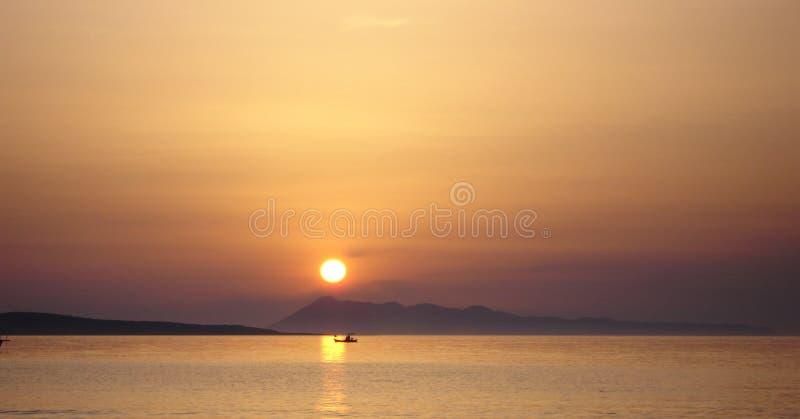 Download Puesta Del Sol Sobre Horizonte Imagen de archivo - Imagen de marea, configuración: 190633