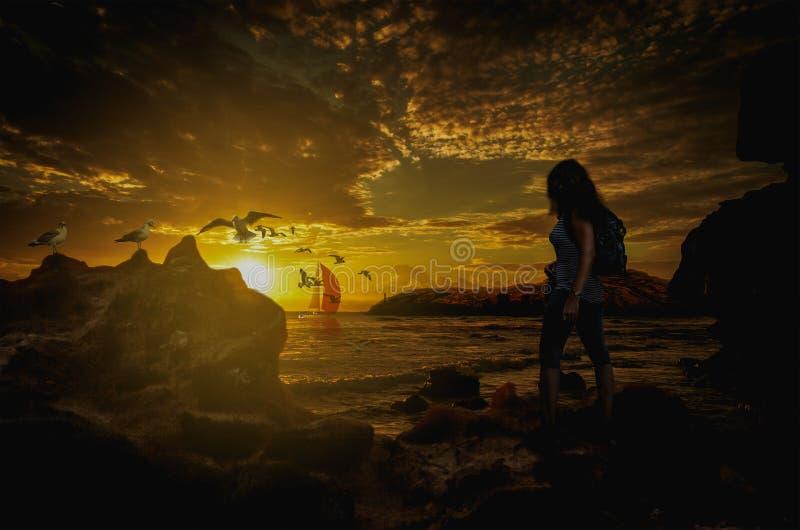 Puesta del sol sobre la bahía fotografía de archivo libre de regalías