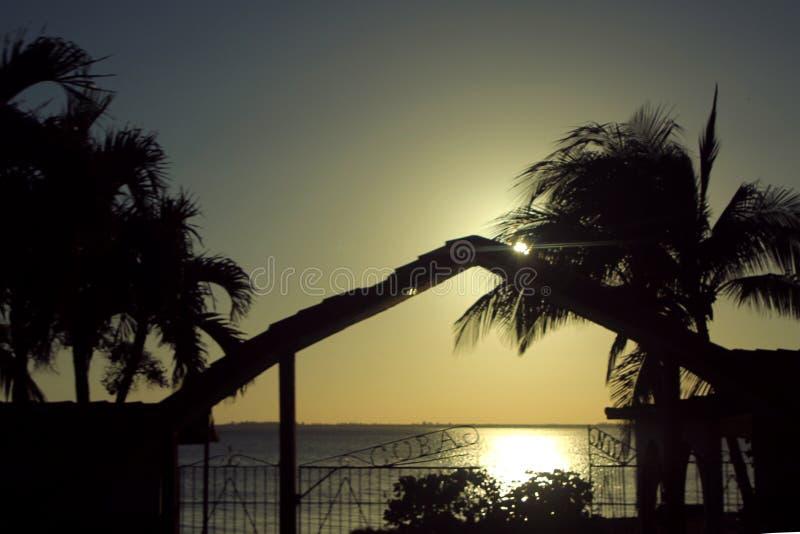 Puesta del sol sobre la bahía de cerdos fotografía de archivo