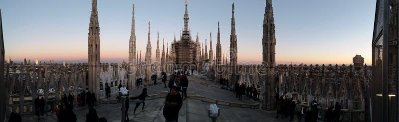 Puesta del sol sobre la catedral imágenes de archivo libres de regalías