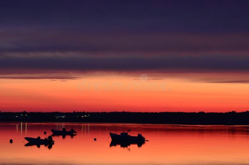 Puesta del sol sobre la costa de Maine imagenes de archivo