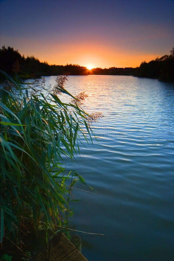 Puesta del sol sobre laguna del peetmore foto de archivo libre de regalías
