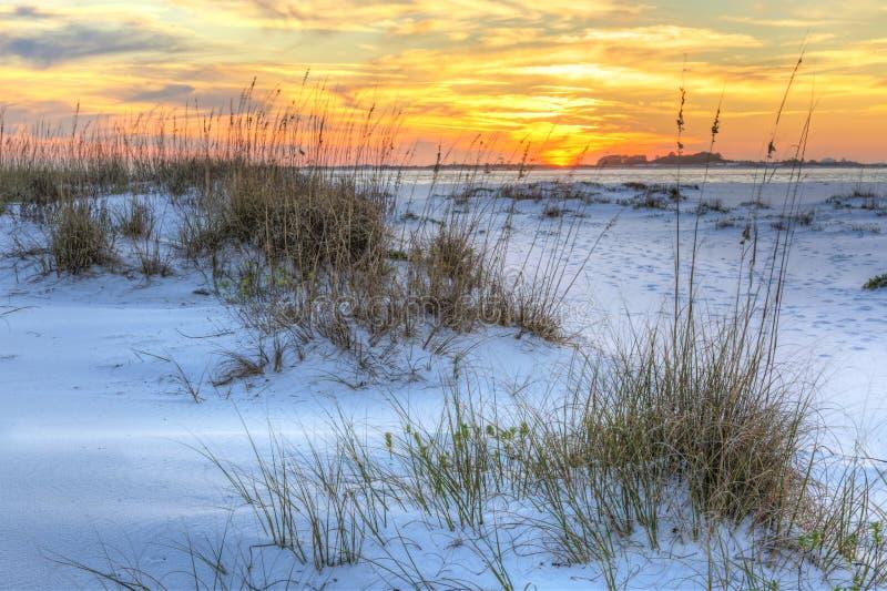 Puesta del sol sobre las dunas de Pickens del fuerte fotos de archivo libres de regalías