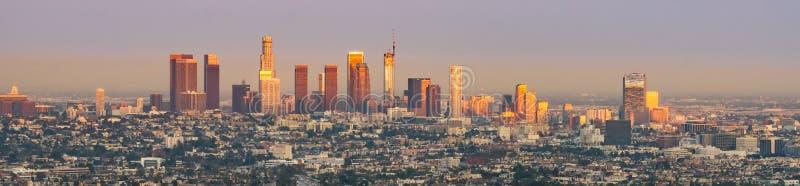 Puesta del sol sobre Los Ángeles céntrico fotografía de archivo libre de regalías