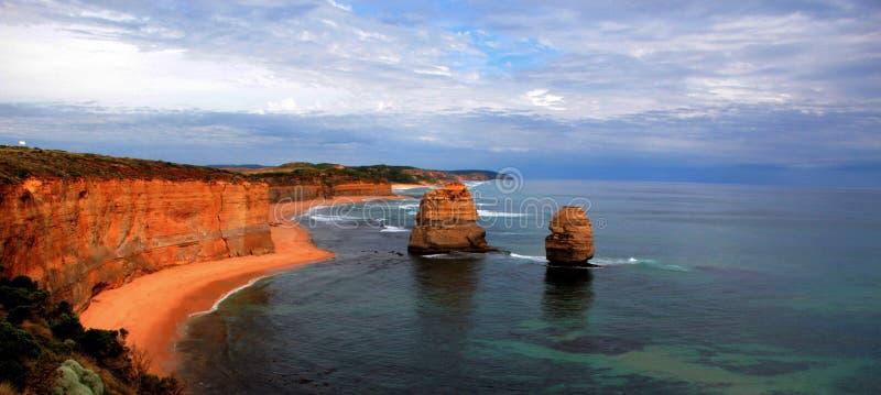 Puesta del sol sobre los 12 apóstoles en el gran camino famoso en Victoria, Australia del océano fotografía de archivo libre de regalías