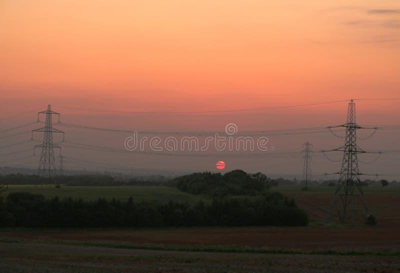 Puesta del sol sobre los campos fotografía de archivo