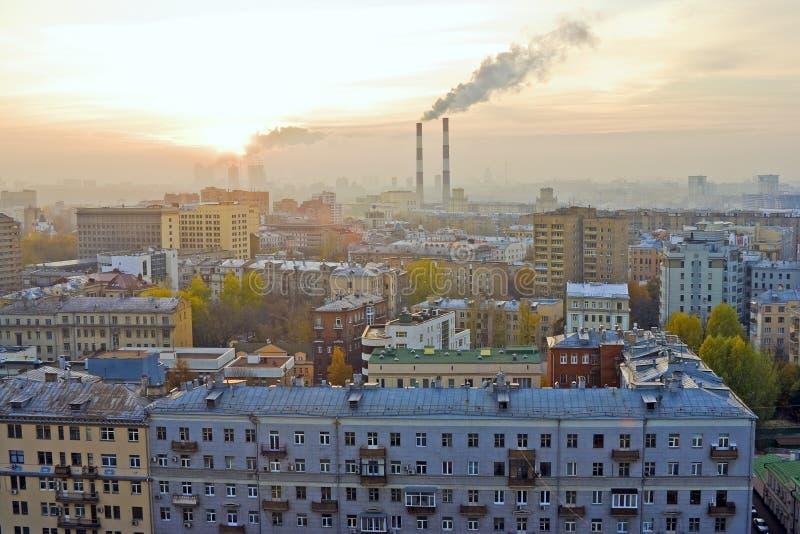 Puesta del sol sobre Moscú fotos de archivo