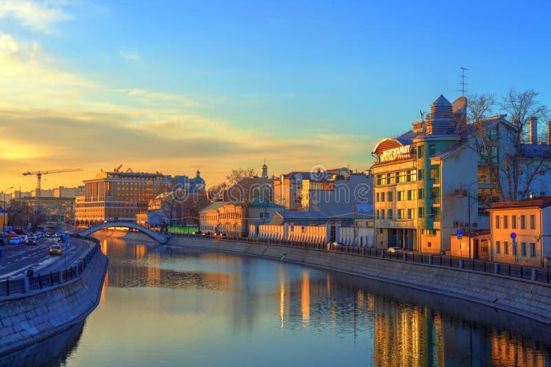 Puesta del sol sobre Moscú imagen de archivo