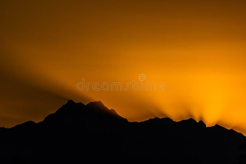 Puesta del sol sobre Olimpiadas foto de archivo libre de regalías