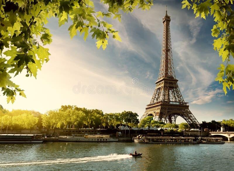 Puesta del sol sobre París fotografía de archivo libre de regalías