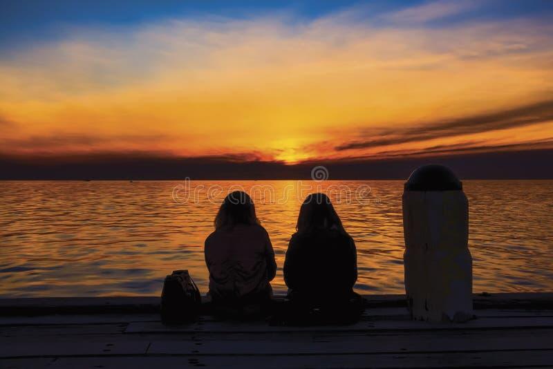 Puesta del sol sobre Phillip Bay Victoria portuario, Australia imagenes de archivo