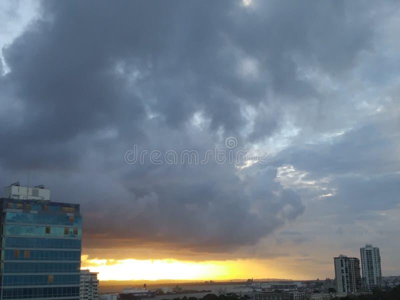 Puesta del sol sobre San Juan imagenes de archivo