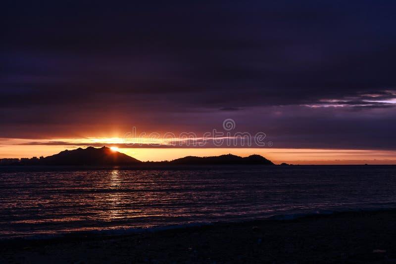 Puesta del sol sobre Sanya imágenes de archivo libres de regalías