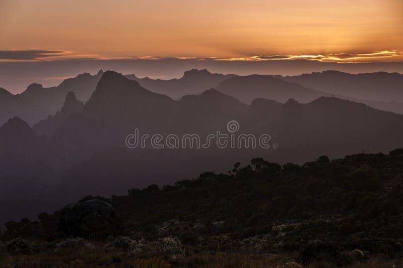 Download Puesta Del Sol Sobre Shira Plateau, Kilimanjaro Foto de archivo - Imagen de sunset, tanzania: 41903642